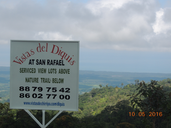 Vistas del Diquis on-site sign